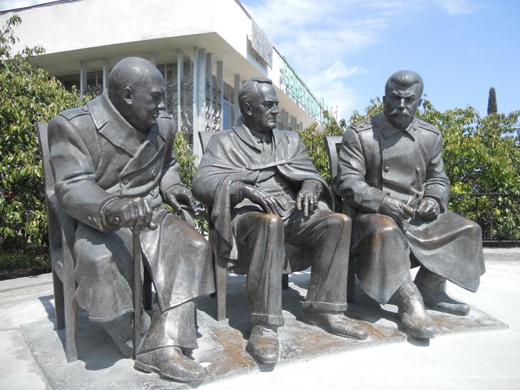 Бронзовая скульптура - Черчиль, Рузвельт и Сталин