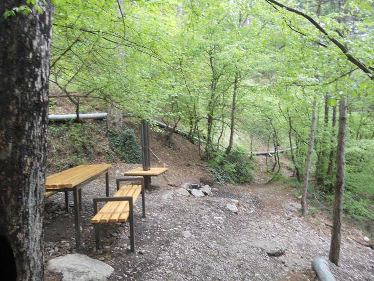 Начало тропы напоминает дорожку в парке